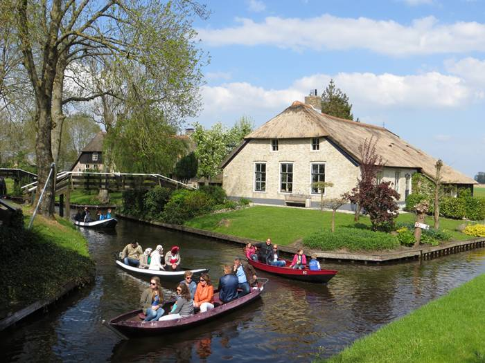 Guethoorn_Dutch_Village_001
