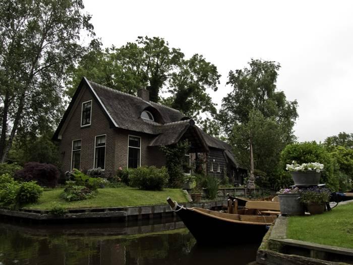 Guethoorn_Dutch_Village_011
