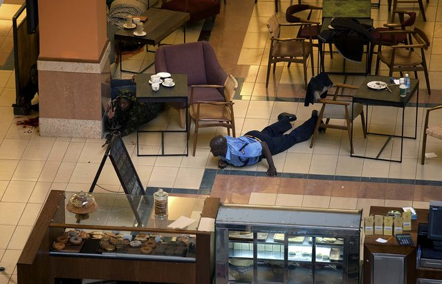 Authorities search through the mall for gunmen. (Photo by Tyler Hicks/The New York Times)
