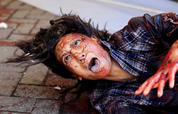 An injured woman cries for help. (Photo by Noor Khamis/Reuters)