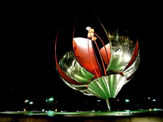 Tour : Floralis Genérica, 18 Ton flower, Buenos Aires ...