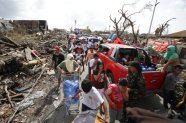 Survivors fill the streets to the downtown area as they race for supplies at typhoon ravaged Tacloban city, Leyte province central Philippines on Monday, November 11, 2013. (Photo by Aaron Favila/AP Photo)