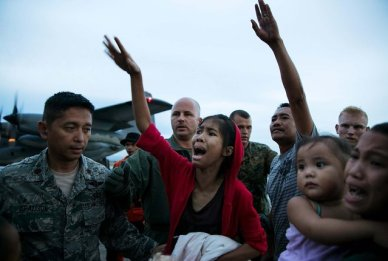 Emotions run high as loved ones are split apart boarding aircraft during the evacuation of hundreds of survivors in Tacloban. (Photo by Paula Bronstein/Getty Images)