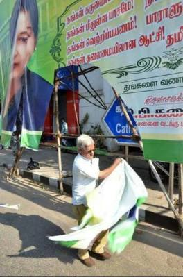 Traffic Ramasamy removing Unauthorized banner kept as disturbance to public. Bravely, because it is a banner of the Chief Minister of Tamilnadu, India