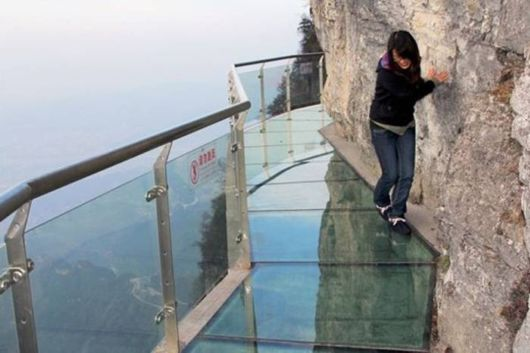 scary_skywalk_china_01