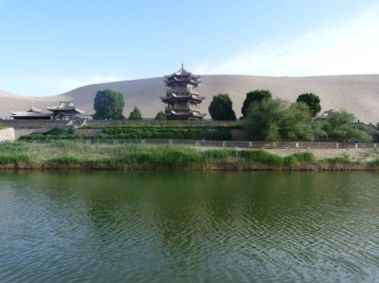 crescent_lake_china_08