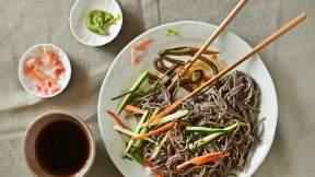 JAPANESE Cold soba noodle salad (zaru soba)